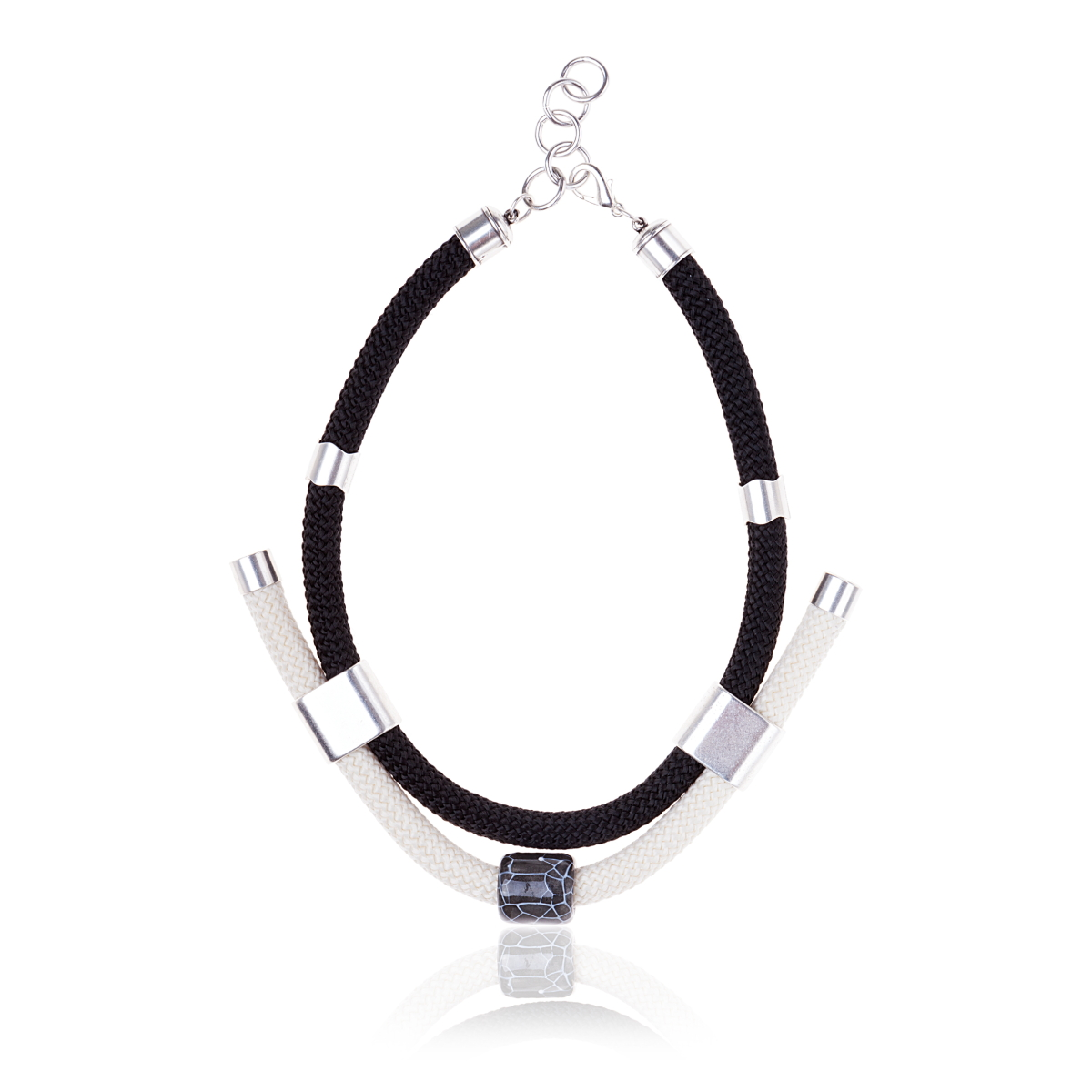 Make a statement necklace / Black & White